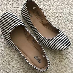 Mossimo Black/Cream striped ballet flat size 8.5